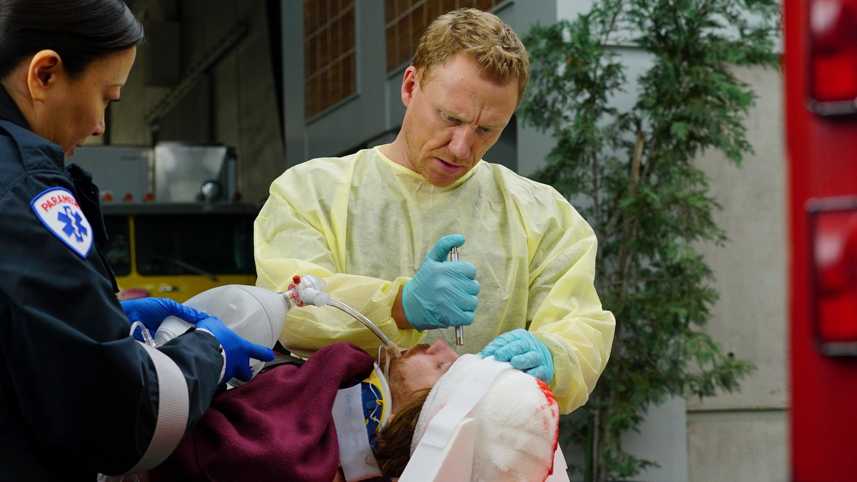 Grey's Anatomy - Season 13 Episode 15 : Civil War