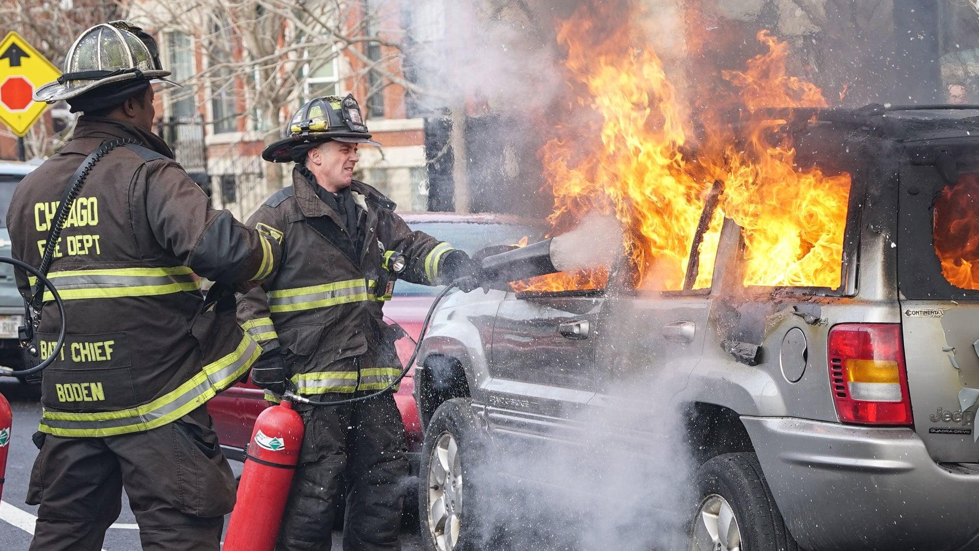 Chicago Fire Season 4 :Episode 16  Schlammschlacht