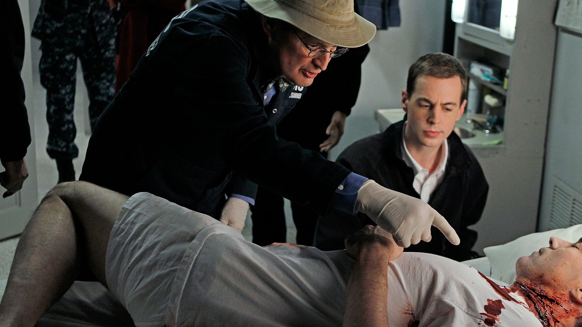 NCIS Season 8 :Episode 14  A Man Walks Into a Bar ...