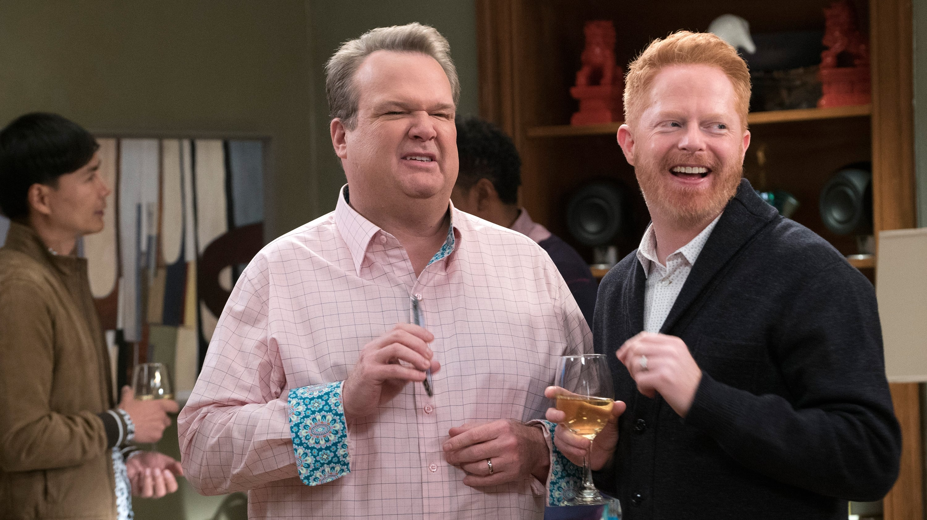 Modern Family Season 9 :Episode 15  Spanks for the Memories