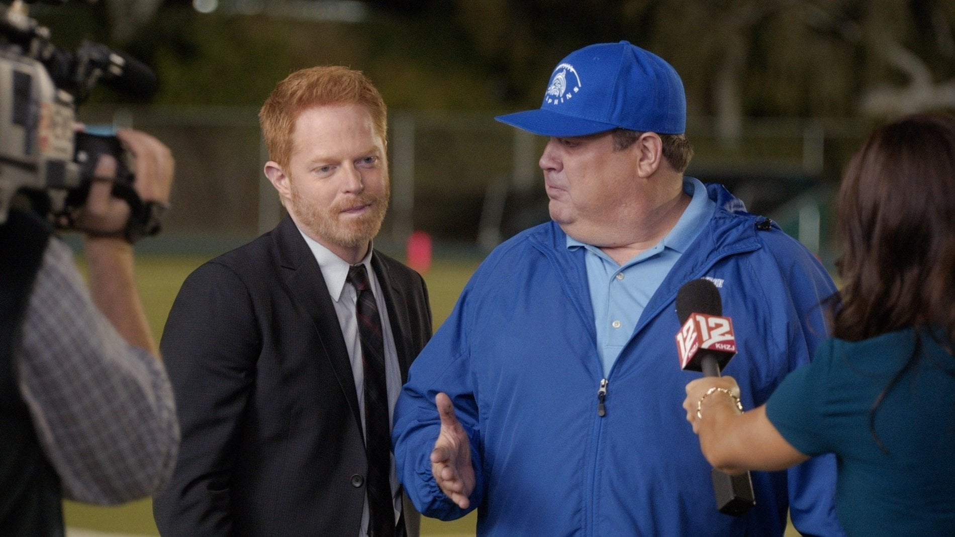 Modern Family Season 6 :Episode 7  Queer Eyes, Full Hearts