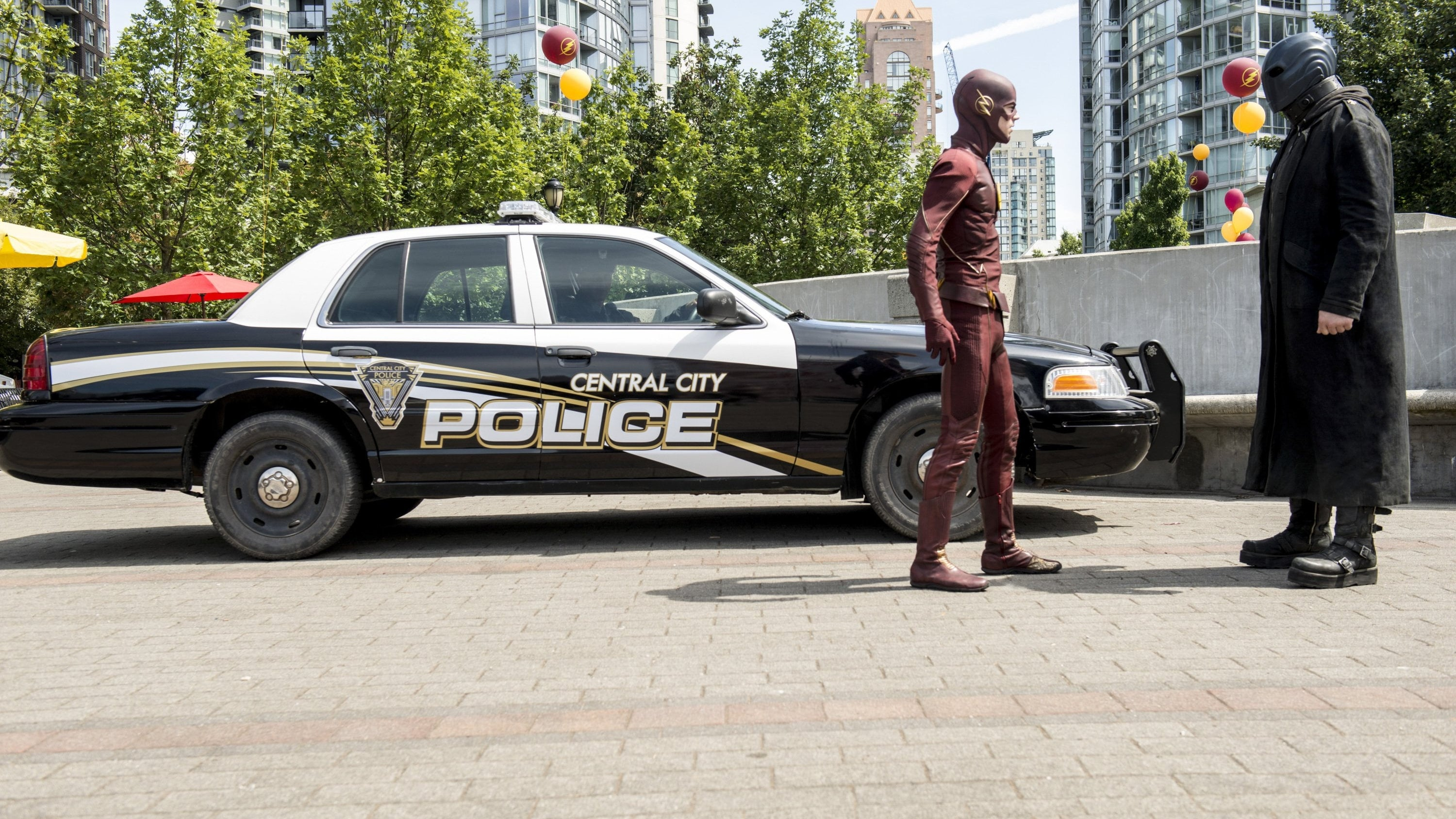 The Flash Season 2 :Episode 1  The Man Who Saved Central City
