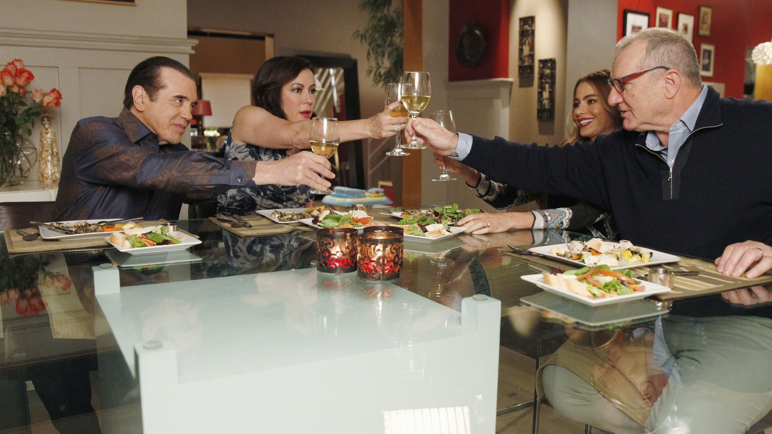 Modern Family Season 5 :Episode 13  Three Dinners