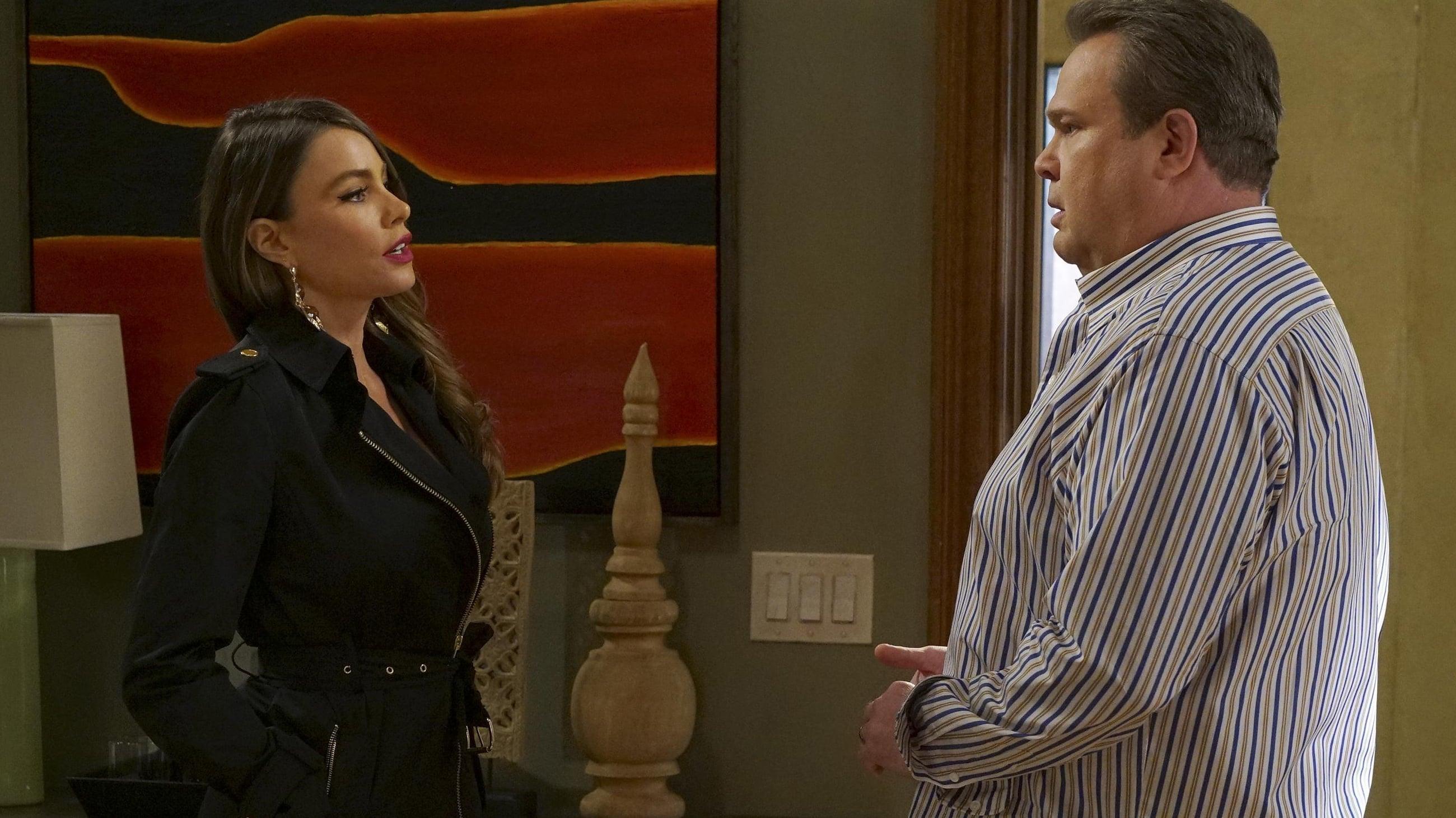 Modern Family Season 8 :Episode 8  The Alliance