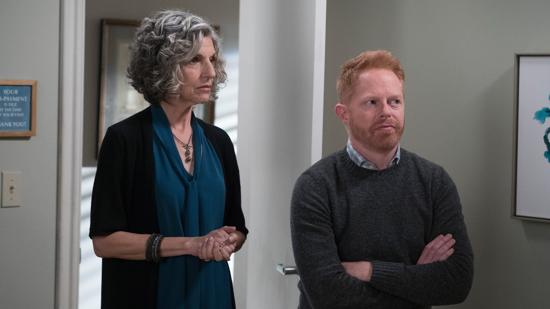 Modern Family Season 9 :Episode 11  He Said, She Shed