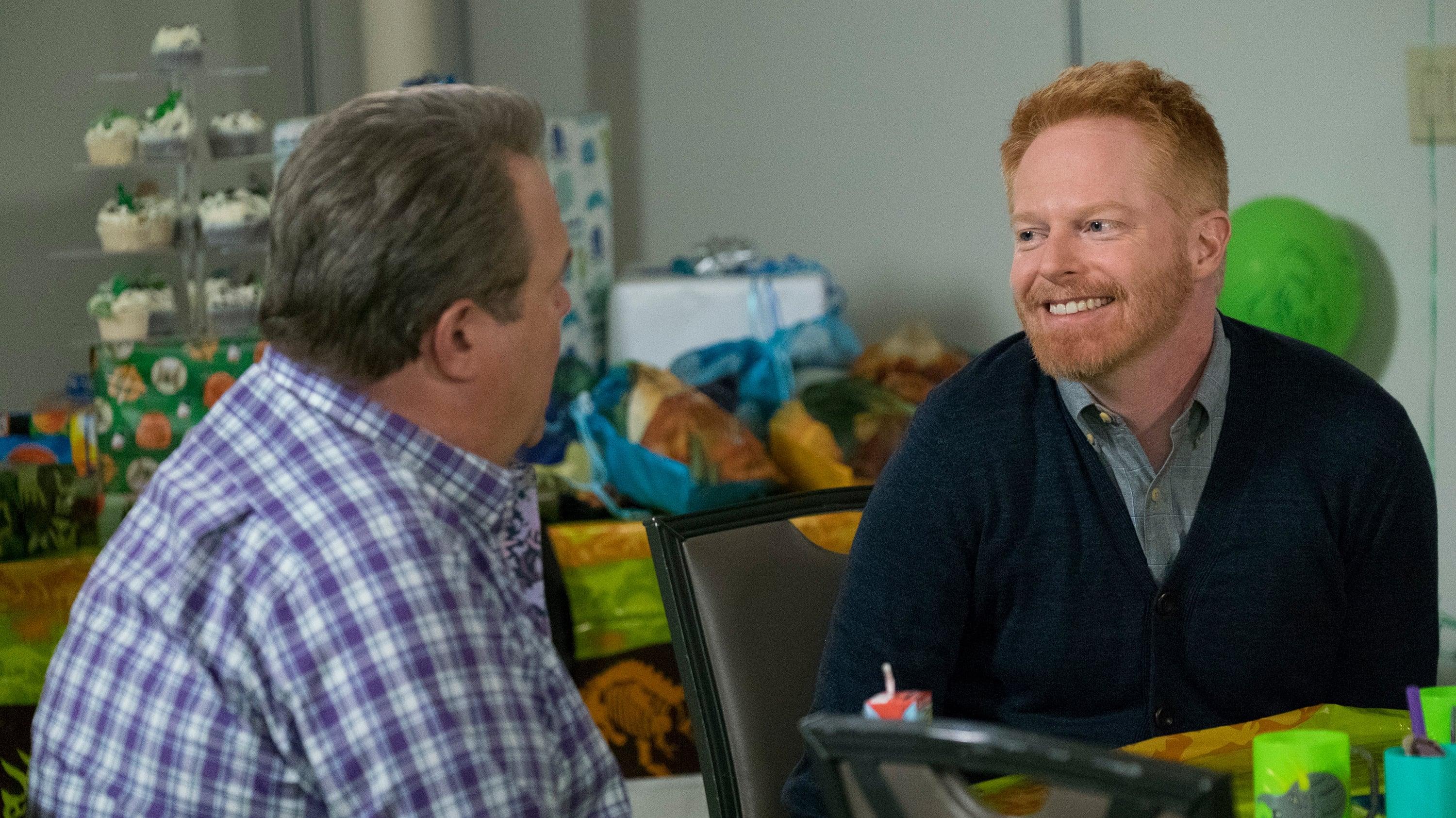 Modern Family Season 9 :Episode 22  Clash of Swords