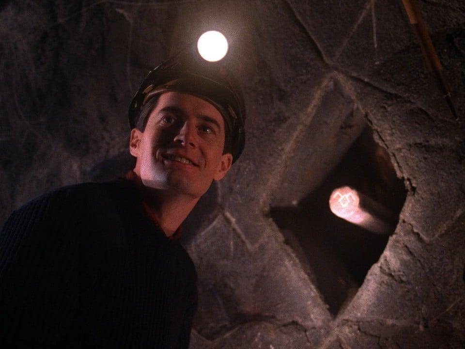 Twin Peaks Season 2 :Episode 18  On The Wings Of Love