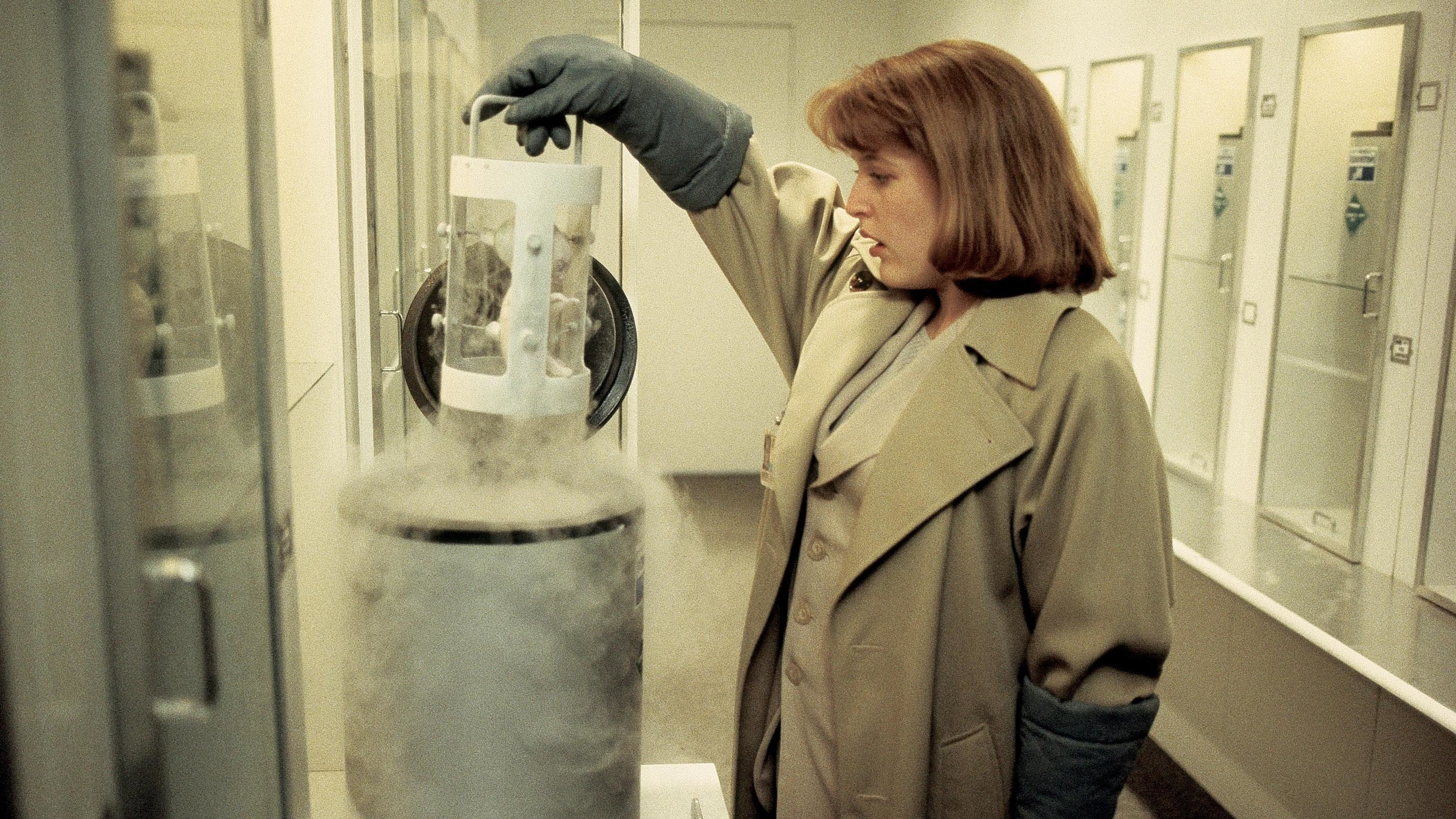 The X-Files Season 1 :Episode 24  The Erlenmeyer Flask