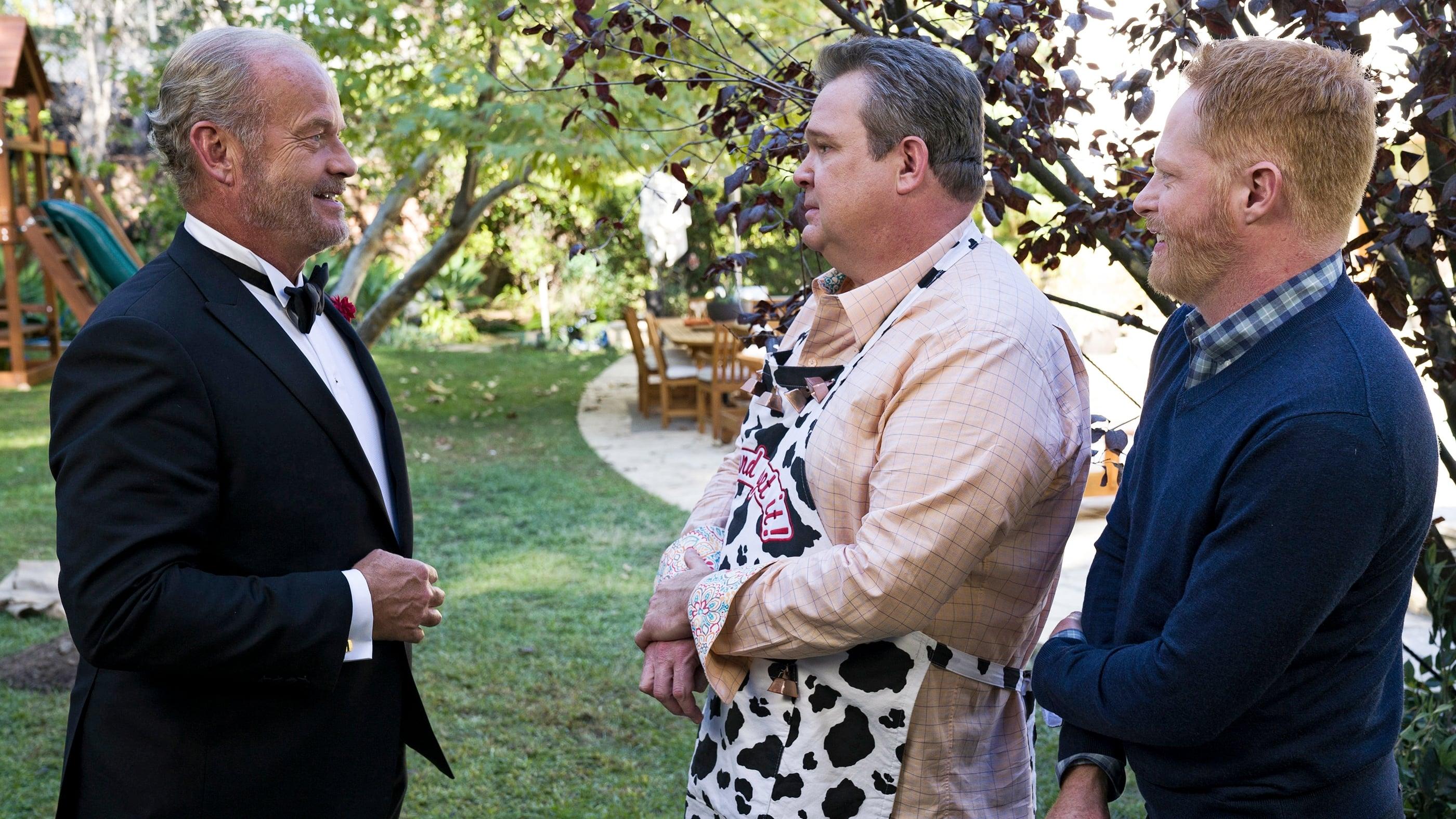 Modern Family Season 8 :Episode 10  Ringmaster Keifth