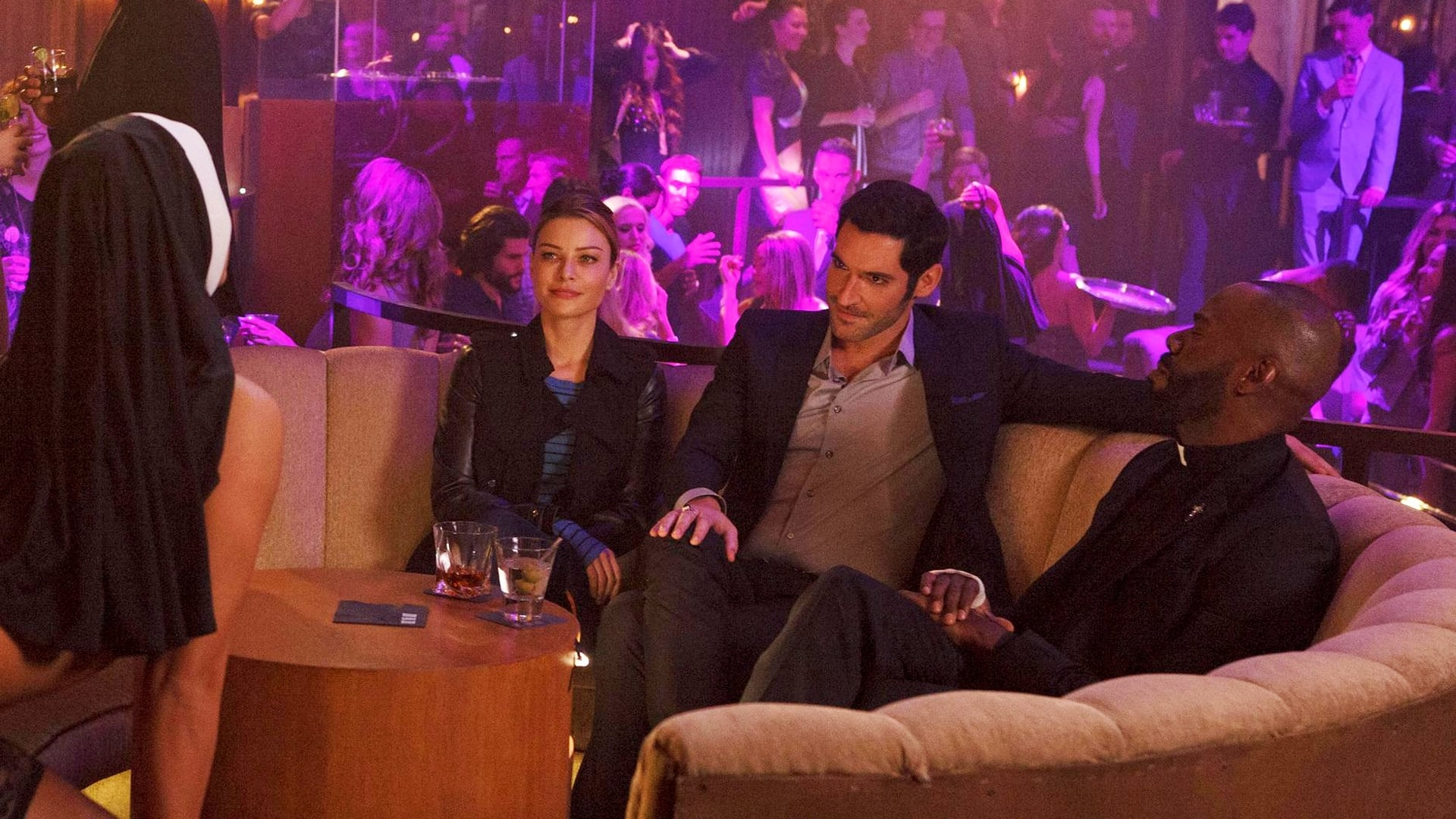 Lucifer Season 1 :Episode 9  A Priest Walks Into A Bar