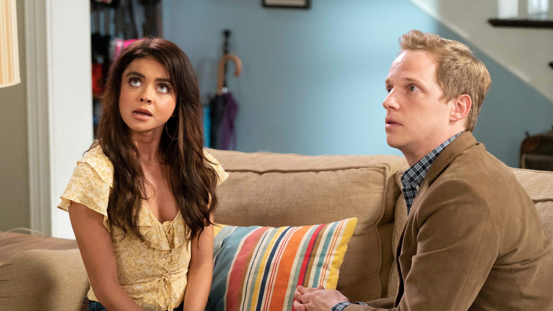 Modern Family Season 10 :Episode 4  Torn Between Two Lovers