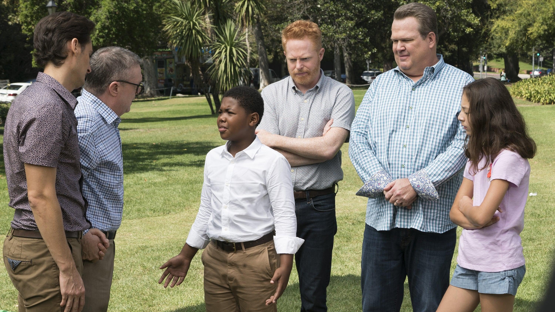Modern Family Season 9 :Episode 4  Sex, Lies & Kickball
