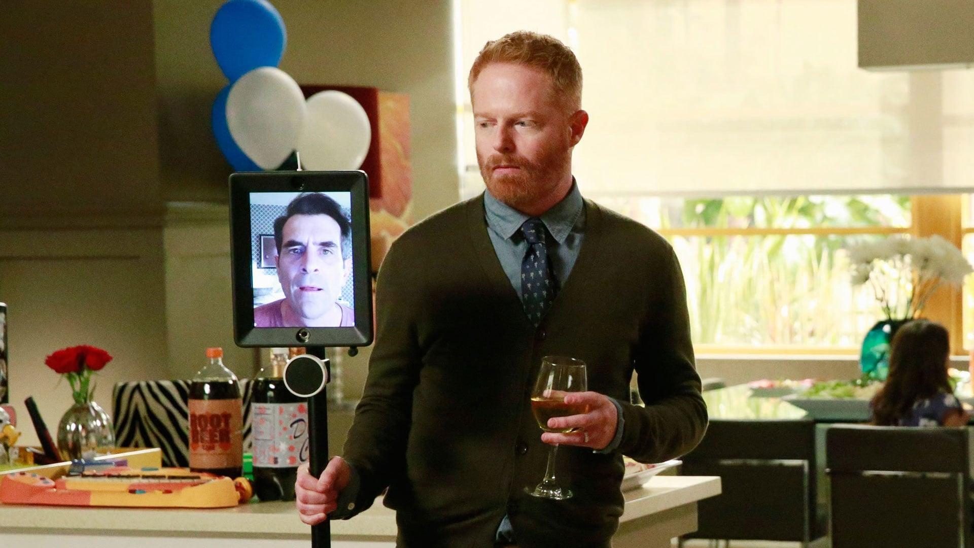 Modern Family Season 6 :Episode 24  American Skyper