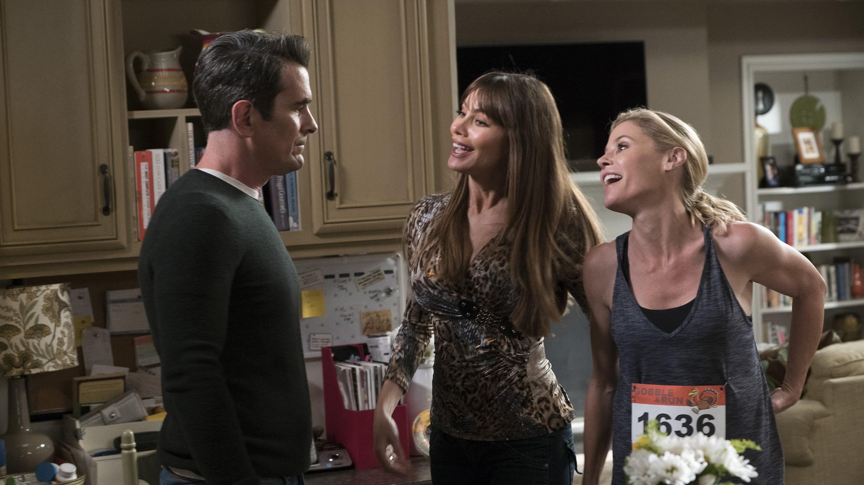 Modern Family Season 9 :Episode 7  Winner Winner Turkey Dinner