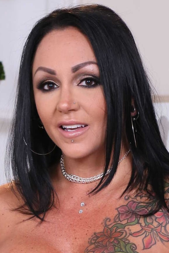 Big boobed and tattooed MILF Ashton Blake gets lots of cum in mouth  949404