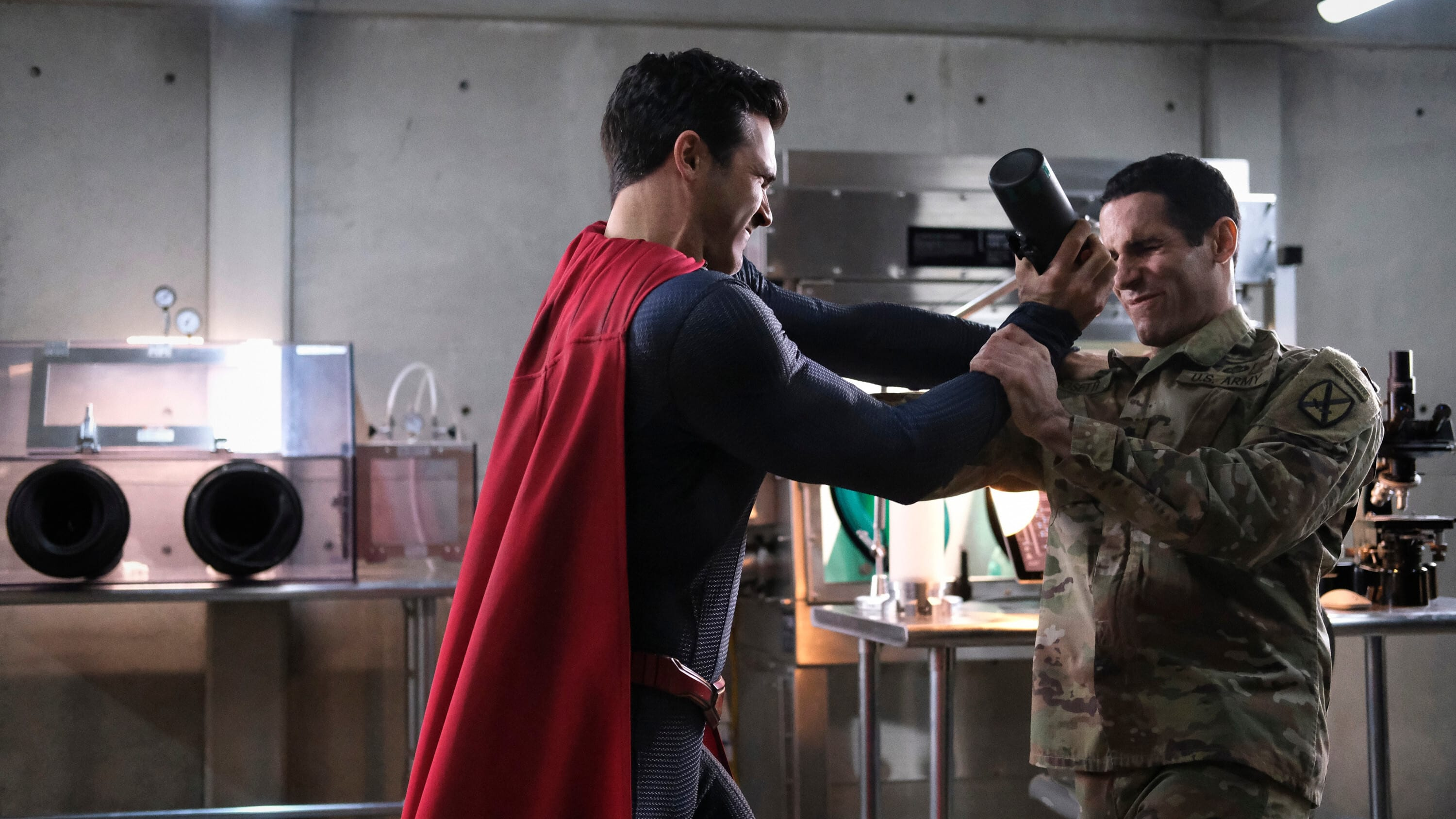 Superman & Lois - Season 1 Episode 8 : Holding The Wrench