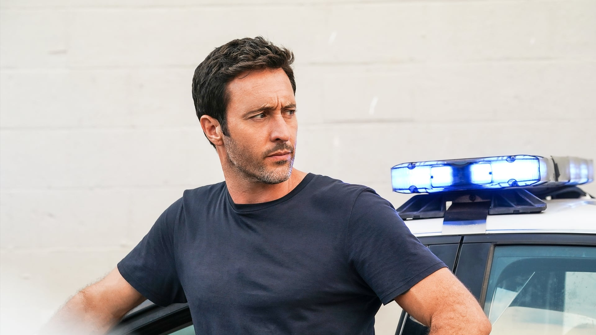 Hawaii Five-0 - Season 10 Episode 6 : A'ohe Pau Ka 'ike I Ka Halau Ho'okahi (All knowledge is not learned in just one school)