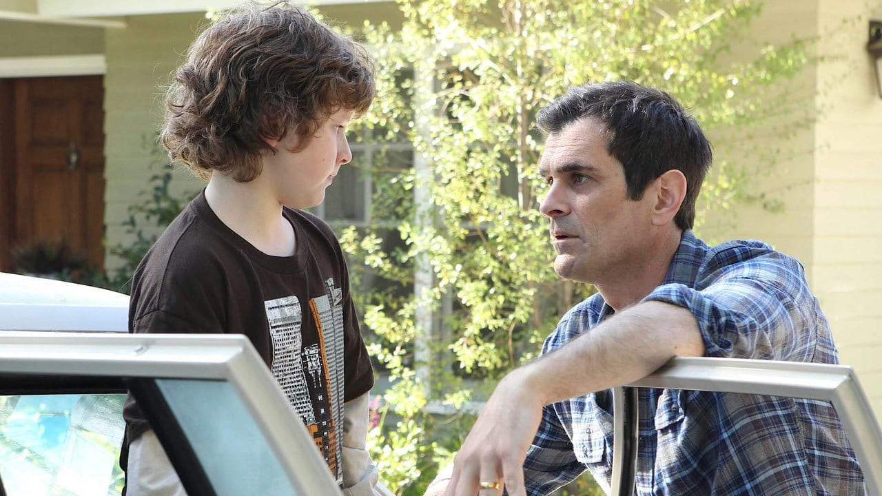 Modern Family Season 2 :Episode 5  Unplugged