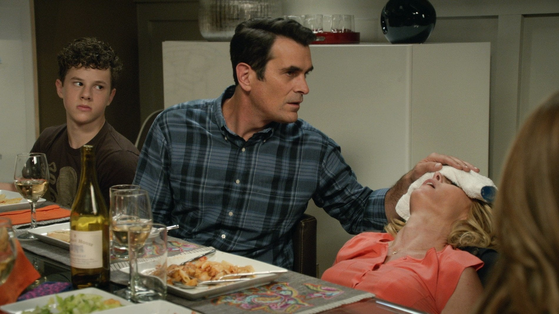 Modern Family Season 6 :Episode 3  The Cold