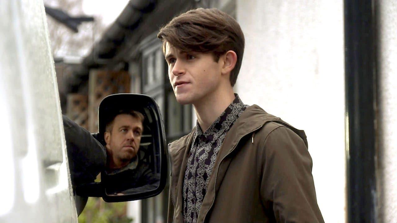 Doctors Season 16 :Episode 28  Modern Family