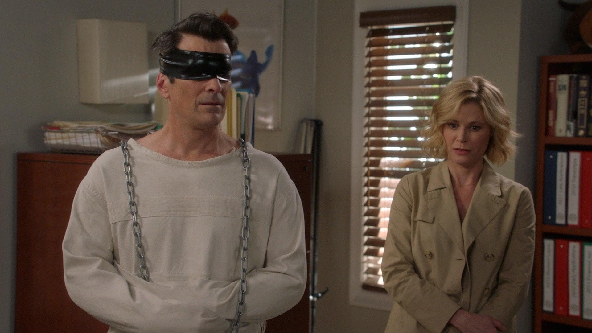 Modern Family Season 8 :Episode 17  Pig Moon Rising