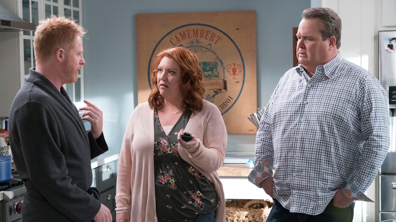 Modern Family Season 10 :Episode 11  A Moving Day