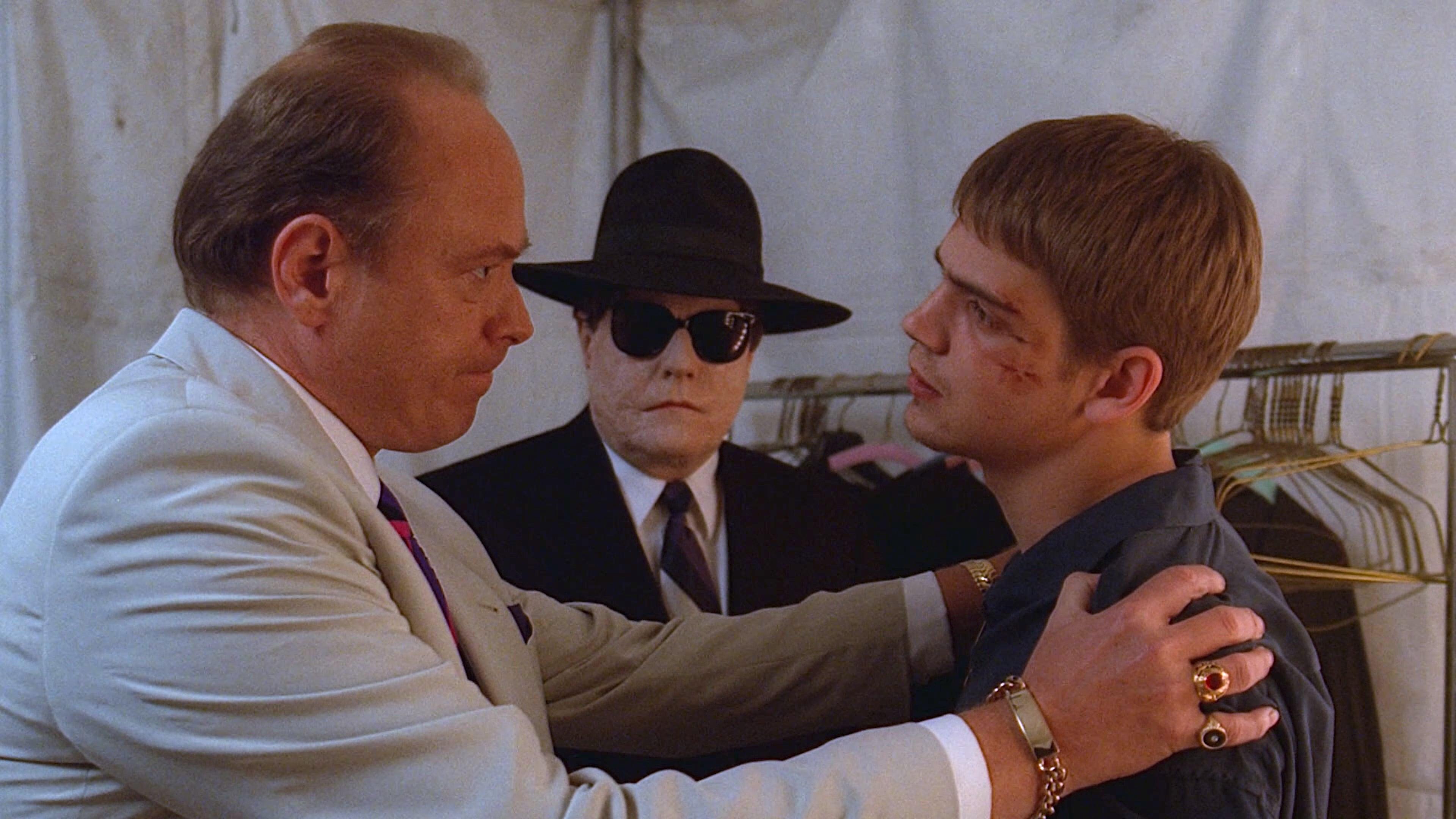 The X-Files Season 1 :Episode 18  Miracle Man