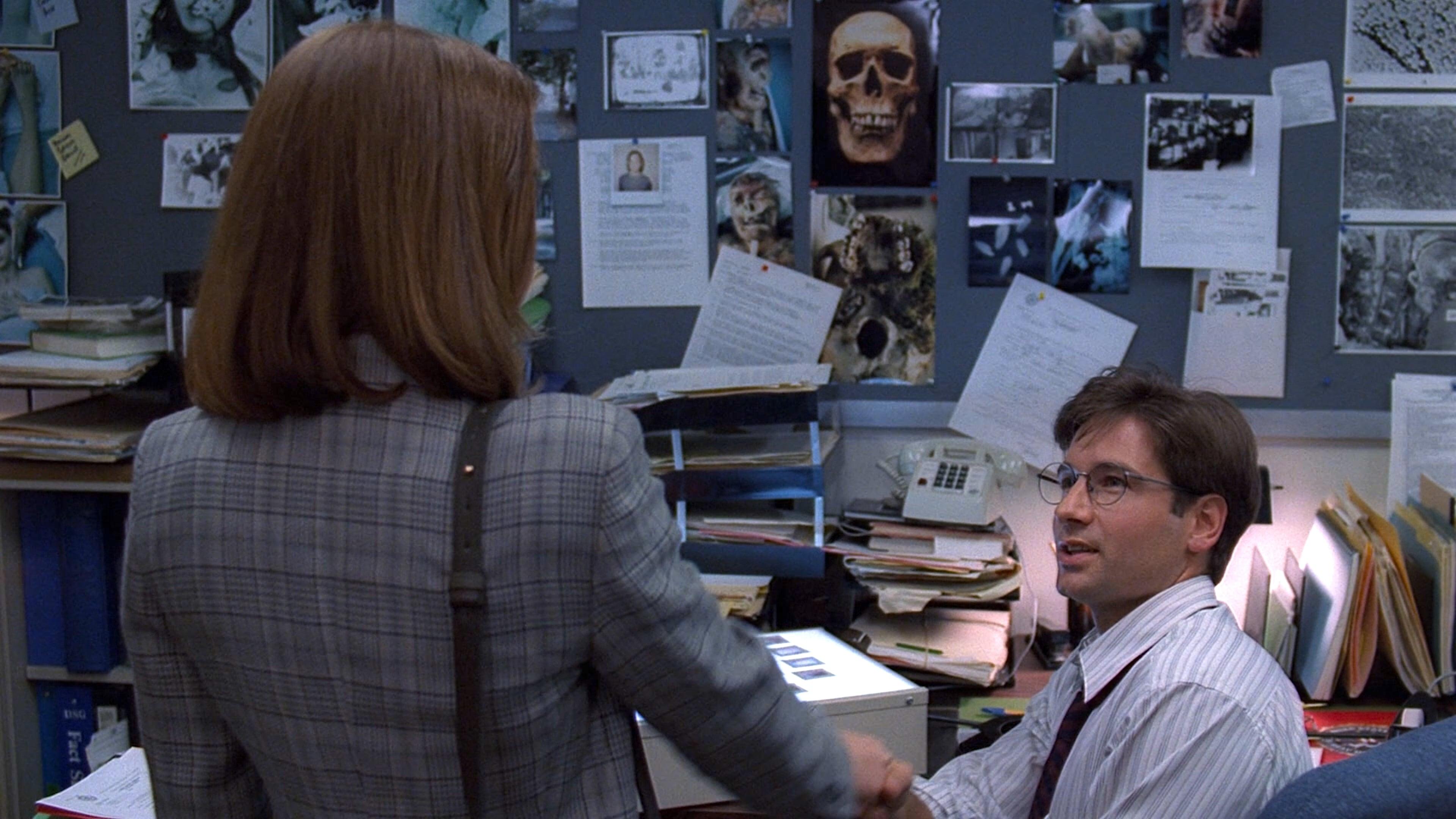 The X-Files Season 1 :Episode 1  Pilot