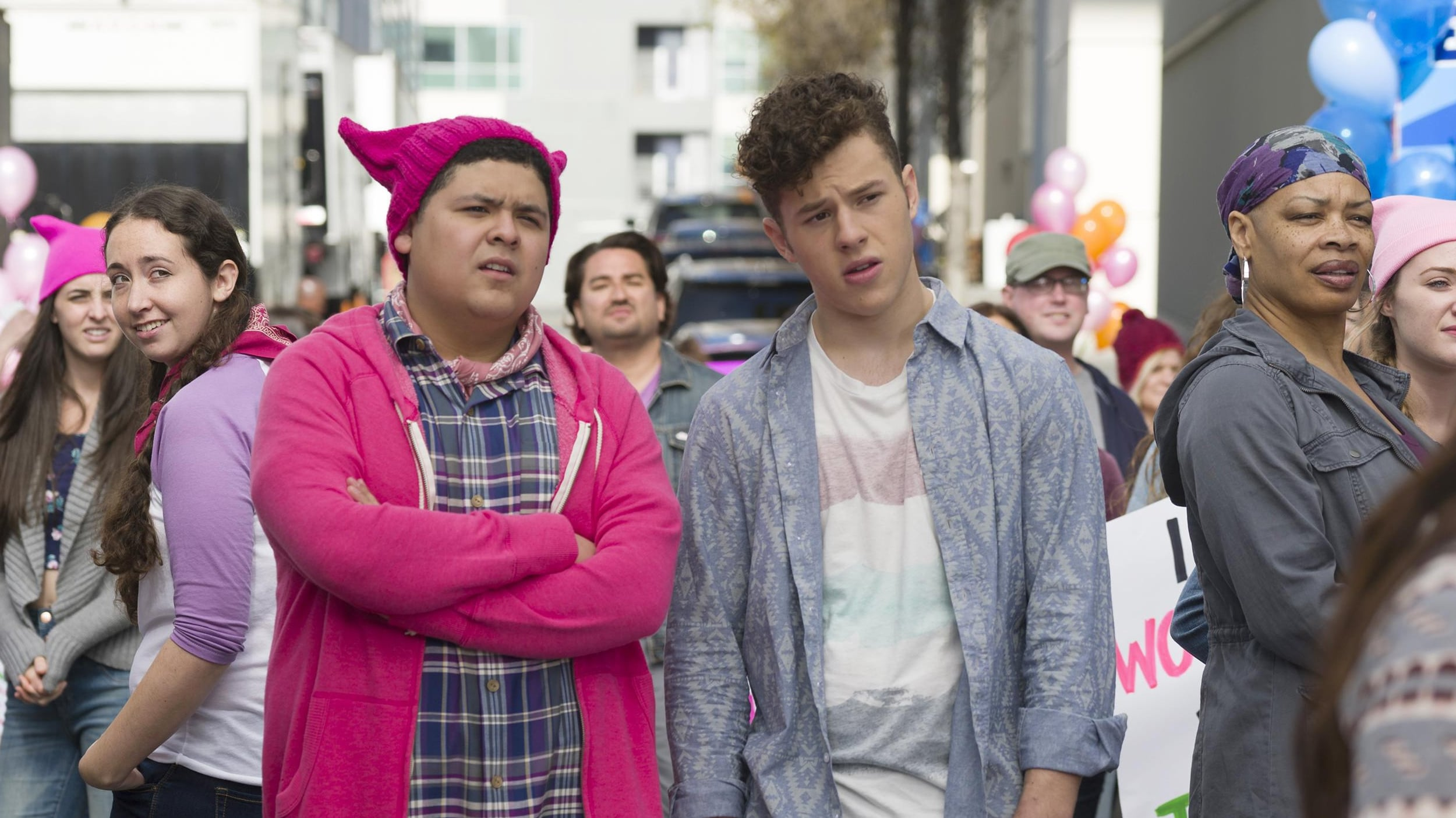 Modern Family Season 8 :Episode 20  All Things Being Equal