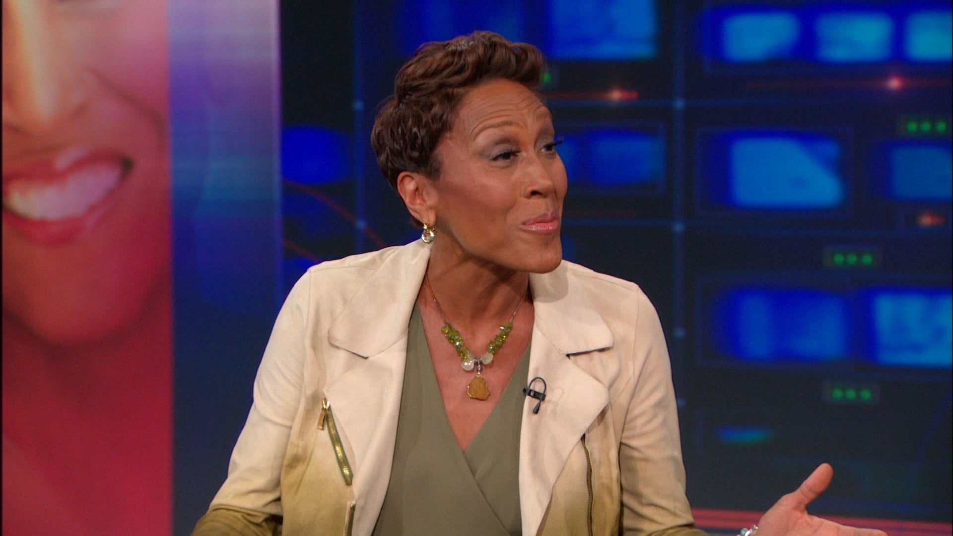 The Daily Show with Trevor Noah Season 19 :Episode 93  Robin Roberts