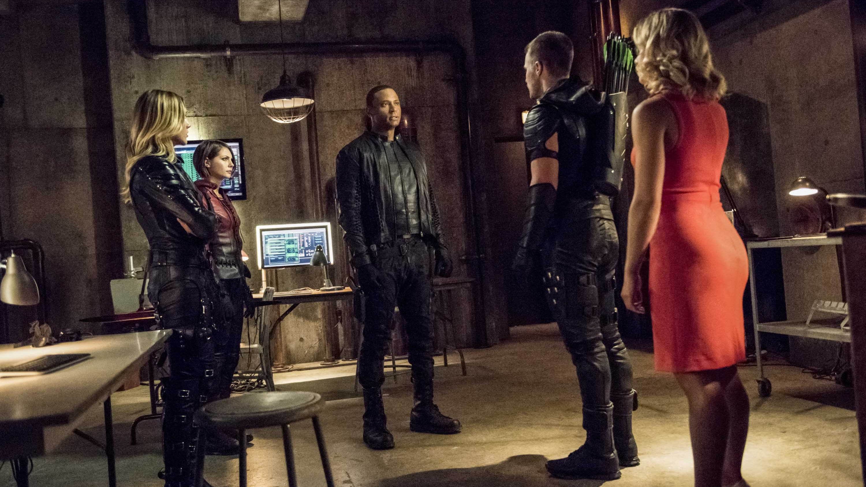 Arrow Season 4 :Episode 1  Green Arrow