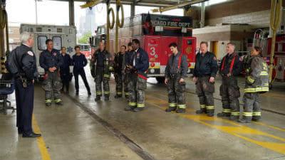 Chicago Fire Season 3 :Episode 23  Alle für einen