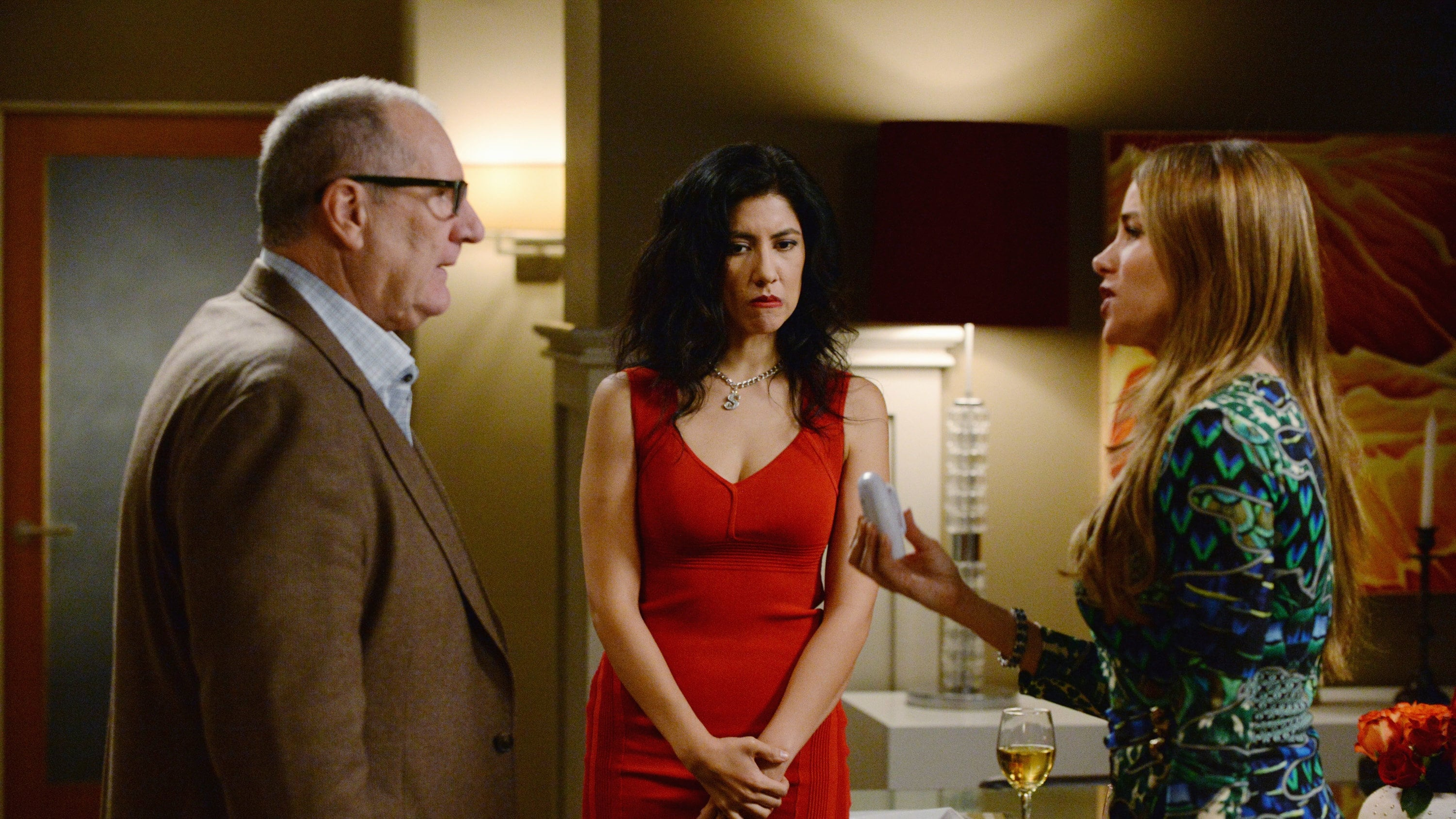 Modern Family Season 6 :Episode 14  Valentine's Day 4: Twisted Sister