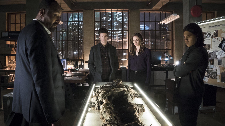 The Flash Season 1 :Episode 19  Who Is Harrison Wells?