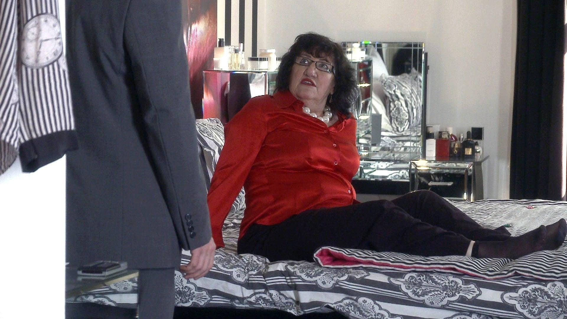 Doctors Season 16 :Episode 178  Mrs Waverly's Winnings