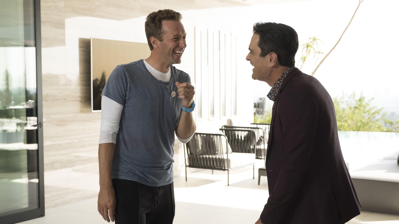 Modern Family Season 9 :Episode 8  Brushes with Celebrity