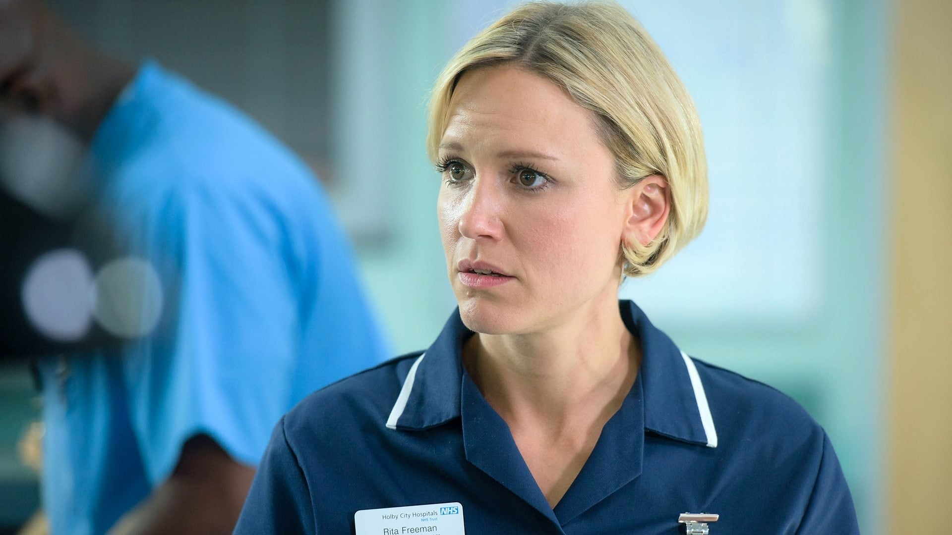 Casualty - Season 29 Episode 24 : Excess Baggage