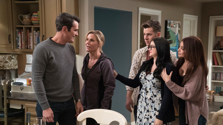 Modern Family Season 9 :Episode 20  Mother!