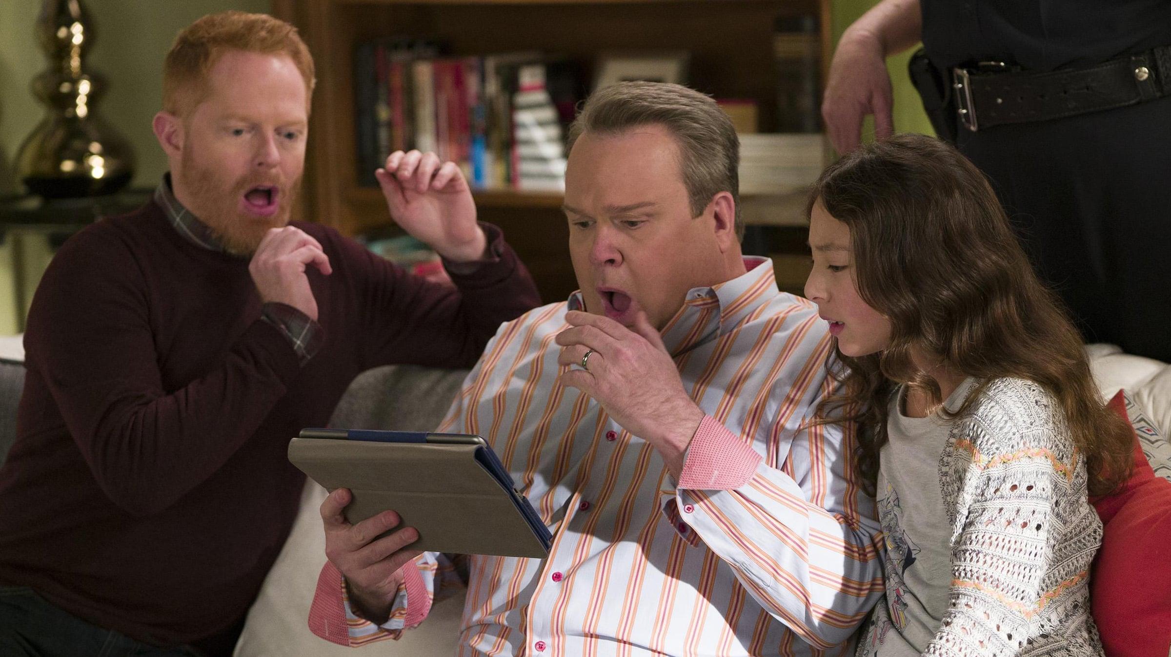 Modern Family Season 8 :Episode 15  Finding Fizbo