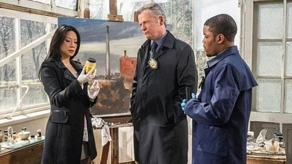 Elementary Season 1 :Episode 23  The Woman
