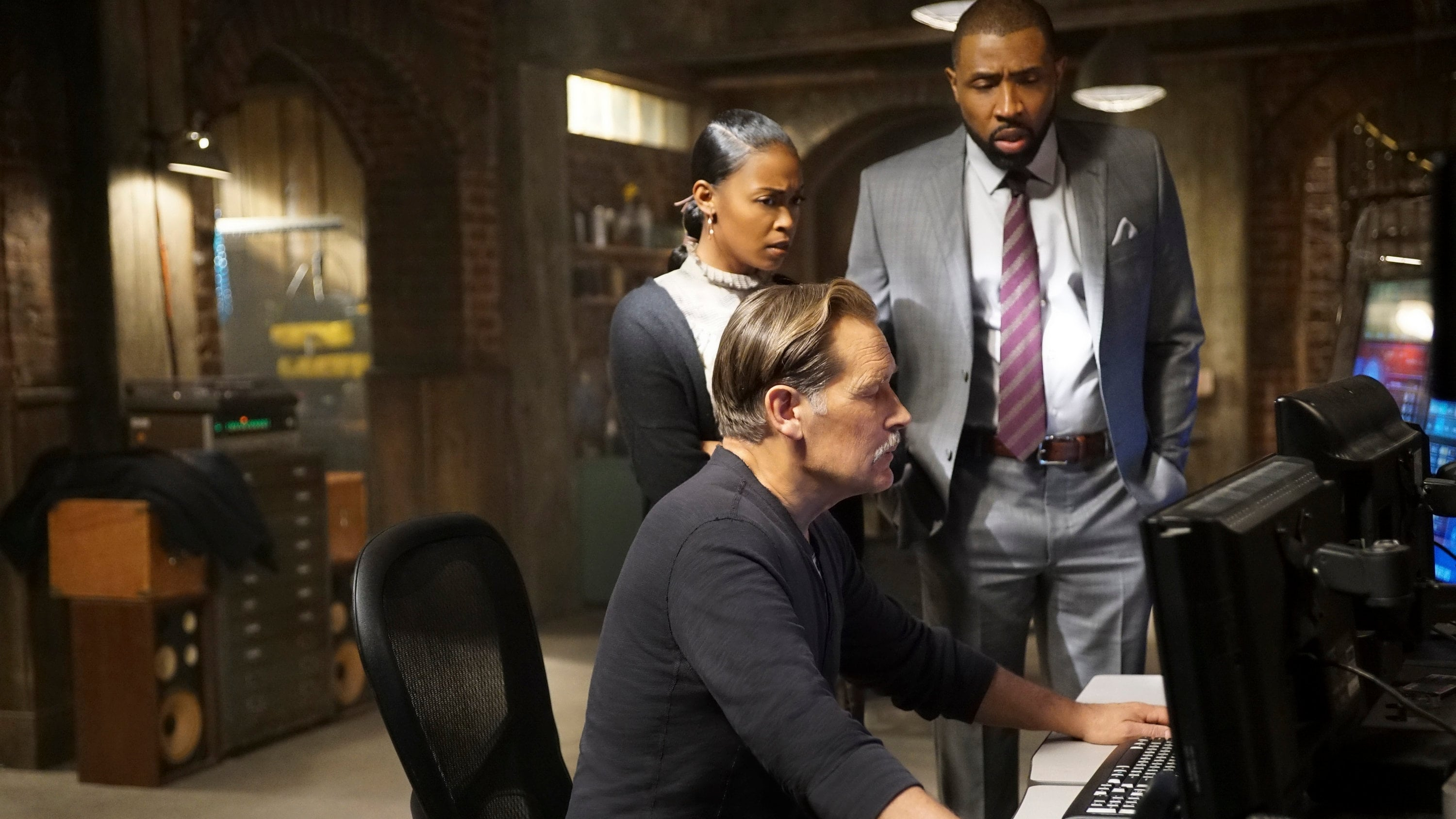 Black Lightning - Season 1 Episode 12 : The Resurrection and the Light: The Book of Pain