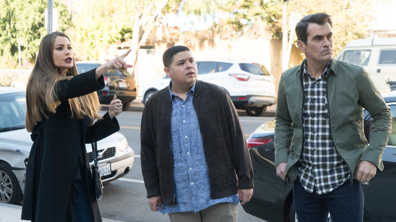 Modern Family Season 9 :Episode 13  In Your Head