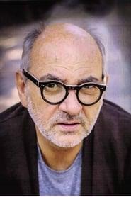 Luis Gnecco isLieutenant De Luca
