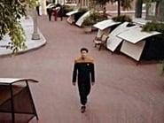 Star Trek: Voyager Season 2 Episode 5 : Non Sequitur