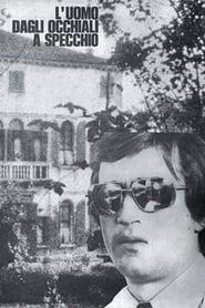 L'uomo dagli occhiali a specchio