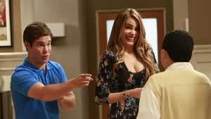 Modern Family Season 5 :Episode 6  The Help