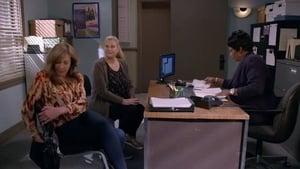 Mom Season 7 :Episode 9  Tuna Florentine and a Clean Handoff