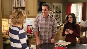 Modern Family Season 11 :Episode 5  The Last Halloween