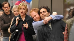 Modern Family Season 1 :Episode 19  Game Changer