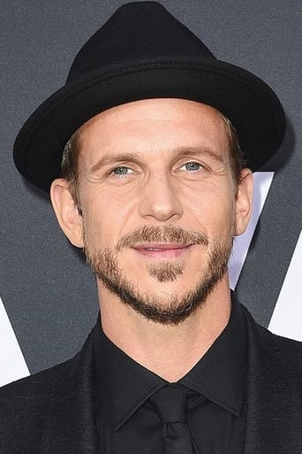 Gustaf Skarsgård Profile photo